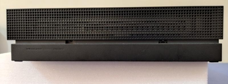 کنسول XBOX ONE X  2 دسته به همراه شارژر